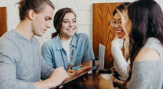 Kuidas juhina hea suhtlemise ja kuulamise abil kiiremini eduni joouda